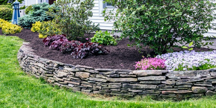 Stone Wall Patio Design